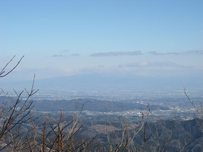 群馬の赤城山の山頂は雲に覆われている。