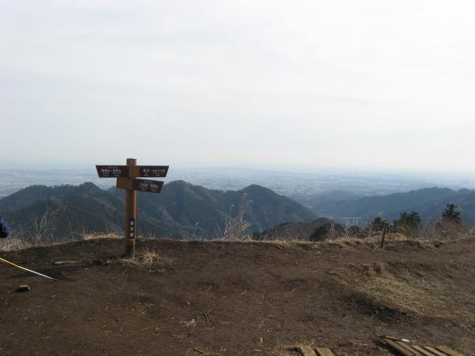 開けた景信山山頂
