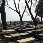小仏城山山頂に置かれたテーブルベンチ