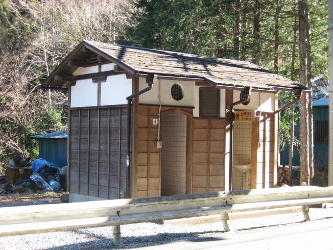 中央区の森駐車場地内にある公衆トイレ