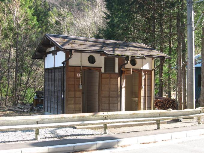 中央区の森駐車場にある公衆トイレ