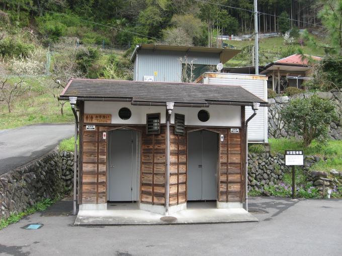 檜原村村営駐車場内公衆トイレ