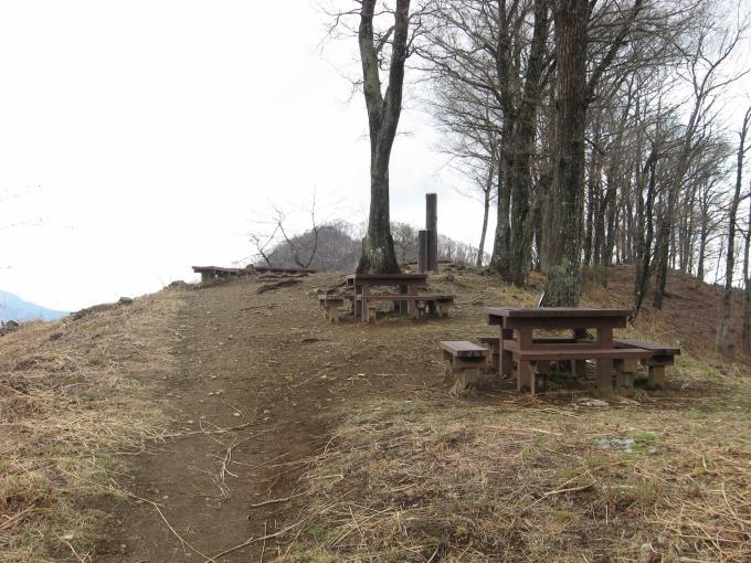 浅間嶺展望台のテーブルベンチ