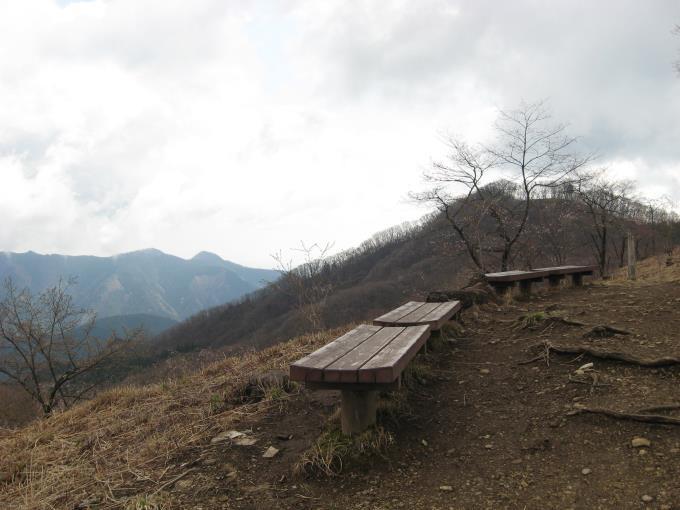 浅間嶺展望台のベンチ