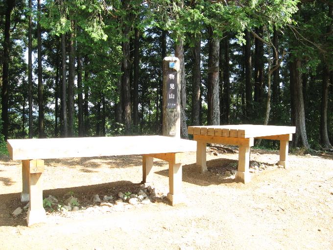 物見山のベンチ