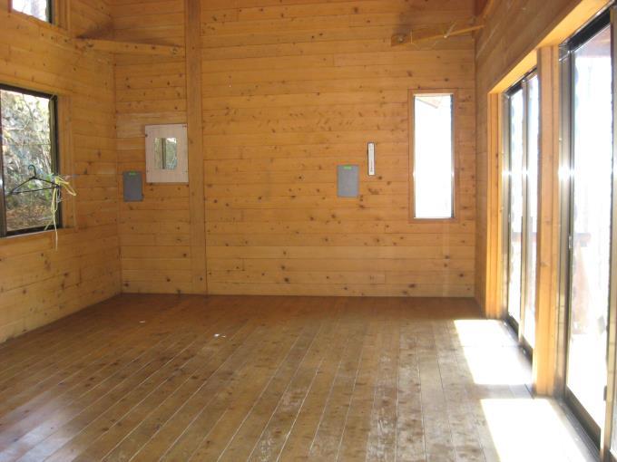 避難小屋内部の写真