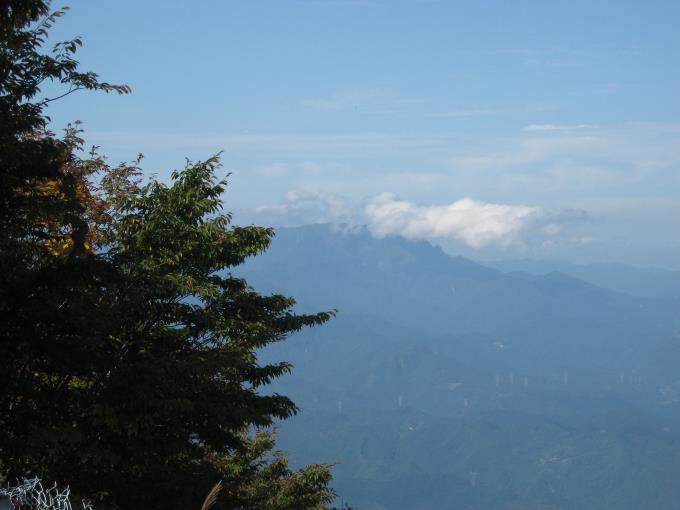 展望台から見える両神山