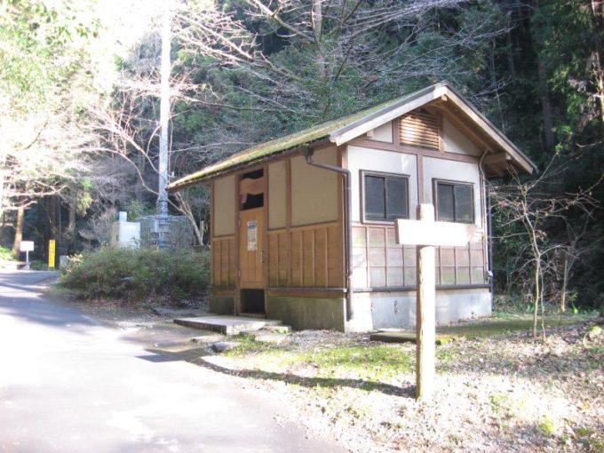黒山三滝への道の途中にある公衆トイレ