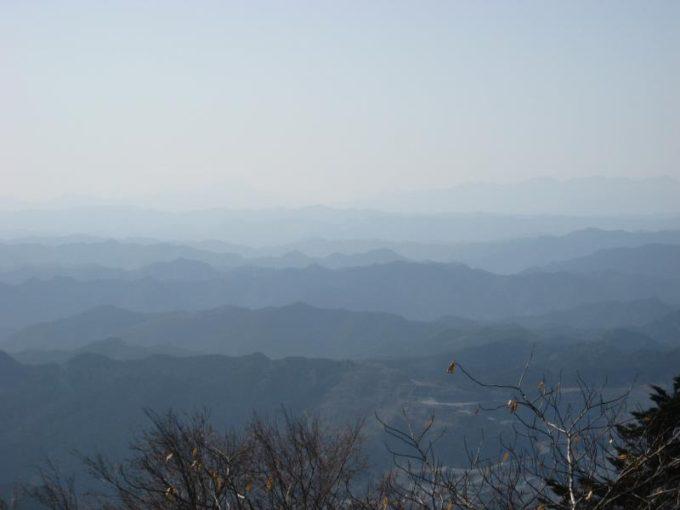 南側の山並み