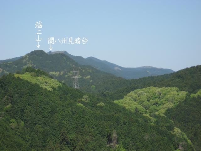 スカリ山から見た越上山と関八州見晴台