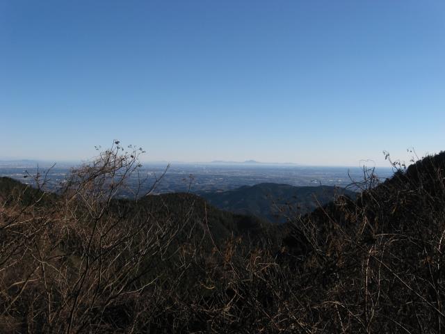 花立松峠手前の車道から見た筑波山