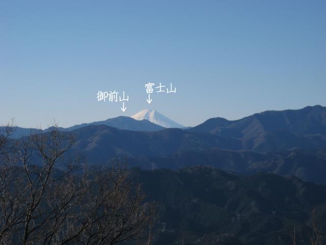 関八州見晴台の山頂から見た富士山と御前山