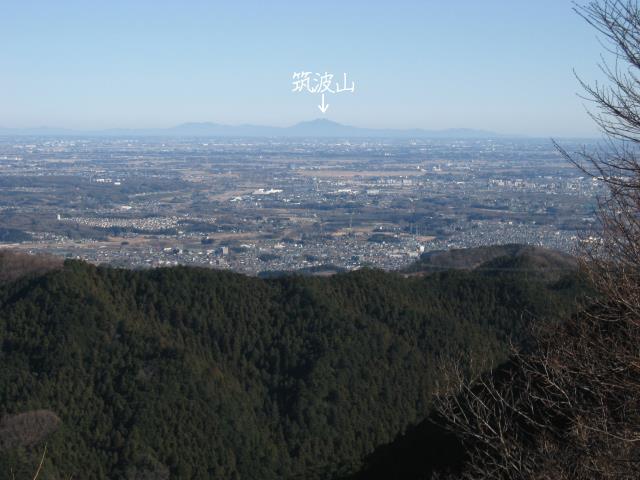 雨乞い塚から見た筑波山