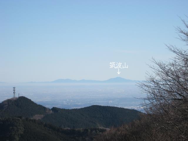 丸山山頂の展望台から見える筑波山