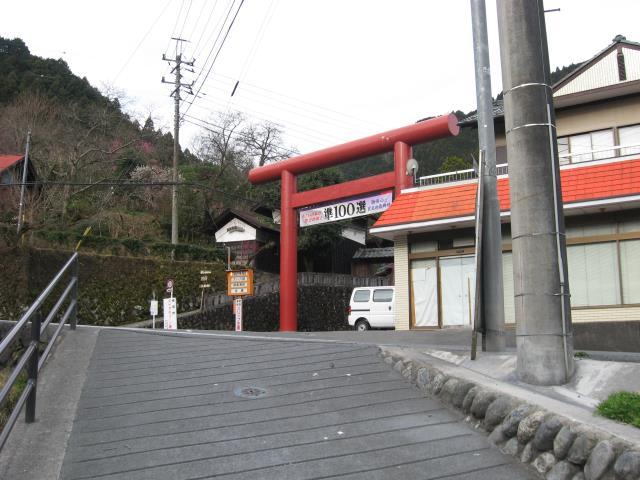 御嶽神社の赤い鳥居