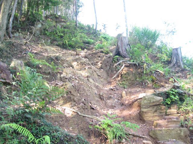 岩場の続くヤセオネ峠