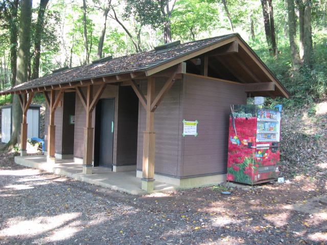 登山口裏にある公衆トイレ