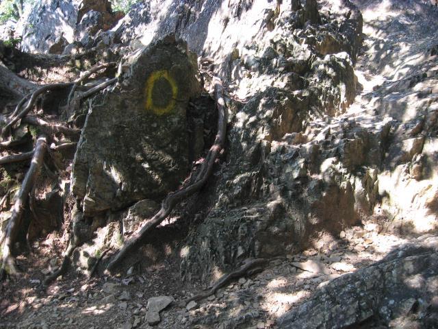 男坂の岩場