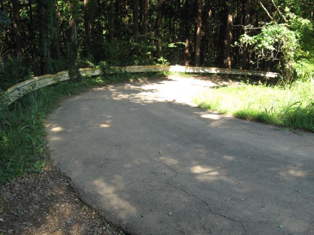 舗装道路を下る