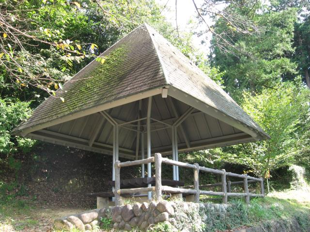 屋根付きの休憩舎